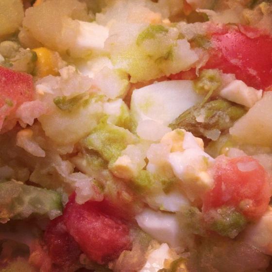 Patata asada con huevo duro y espárragos blanco